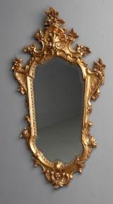 Vægspejl, rigt udskåret guldfarvet ramme, 1900-tallet