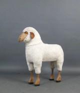 Sitzobjekt der 1960/70er Jahre in Form eines Schafes, im Stile von François-Xavier Lalanne