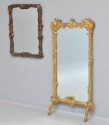 Konsolspejl og spejl i rammer af udskåret og guldbronzeret træ. (2)