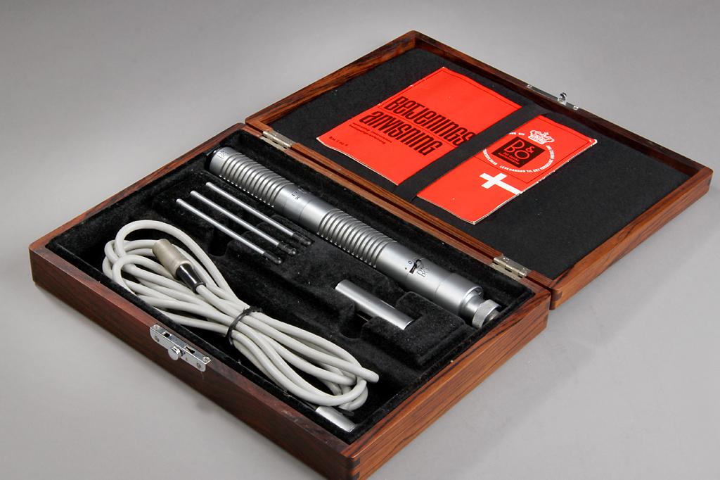 B&O. Mikrofon, model BM5, i kasse af Rio Palisander
