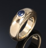 Chaumet. Sapphire ring in 18 kt. gold. Weight approx. 13 g. Paris, second half of 20th century