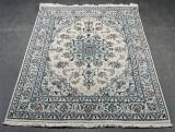 Persisk Nain tæppe med silke. Str. 205 x 146 cm.