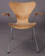 Arne Jacobsen, 7'er med armlæn, model 3207
