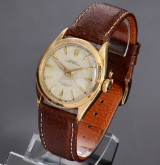 Rolex Oyster Perpetual. Vintage semi-bubble-back men's watch, 18 kt. gold, 1950s