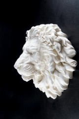 Lejonhuvud, väggskulptur