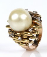 Vintage 14 kt. gold cocktail ring with diamonds and South Sea pearl, 19.9 g.