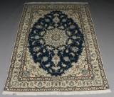 Persisk Nain tæppe. Mål 242 x 170 cm.