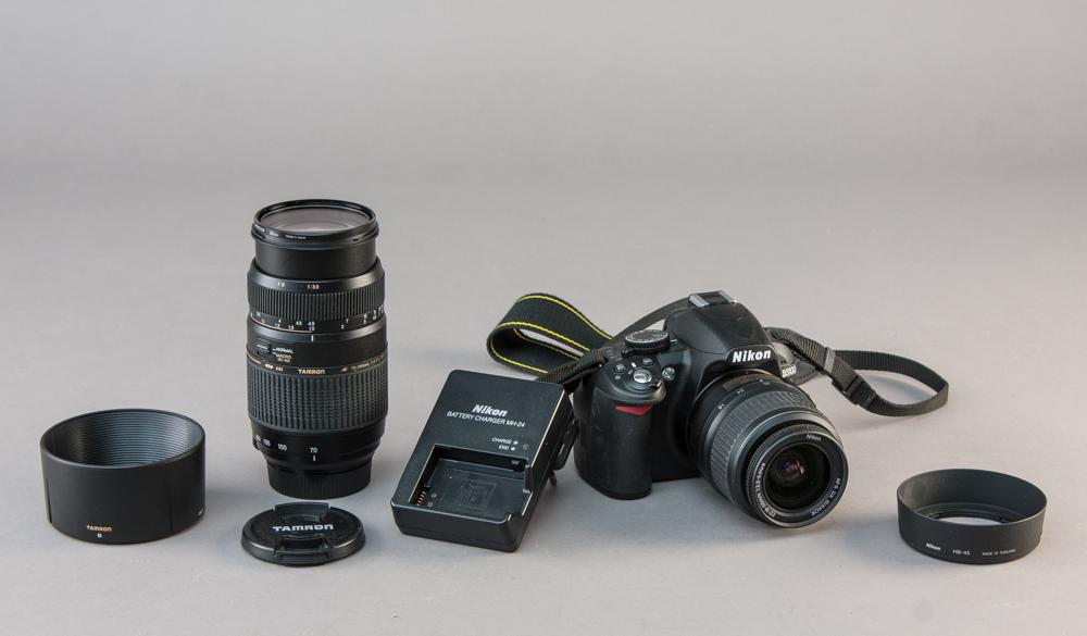 Nikon. Spejlreflekskamera, model D3100 - Nikon spejlreflekskamera model D3100 med oplader samt Tamron objektiv 70-300 mm 1:4-5.6 Tele-Macro (1:2). Brugervejledning m.m. medfølger. Lauritz.com garanterer ikke for funktionaliteten