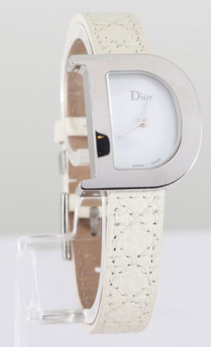 La D de Dior ladies watch - Be, Antwerpen - La D de Dior ladies watch Movement: quartz (battery) Case in stainless steel Dial in mother of pearl Hands of time in stainless steel Brand & manufacturing orgin at 12 & 6 o'clock Bracelet in leather Ref number: CD101110A002 Retail price:  - Be, Antwerpen
