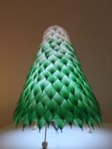 Oh-Licht. Baum. Tischlampe.
