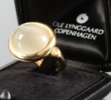 Ole Lynggaard. 'Emeli' ring, 18 kt. gold with moonstone