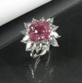 Ring in Silber mit Rubinen und Topasen