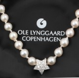 Ole Lynggaard. Star clasp, 18 kt. white gold with pavé set with diamonds