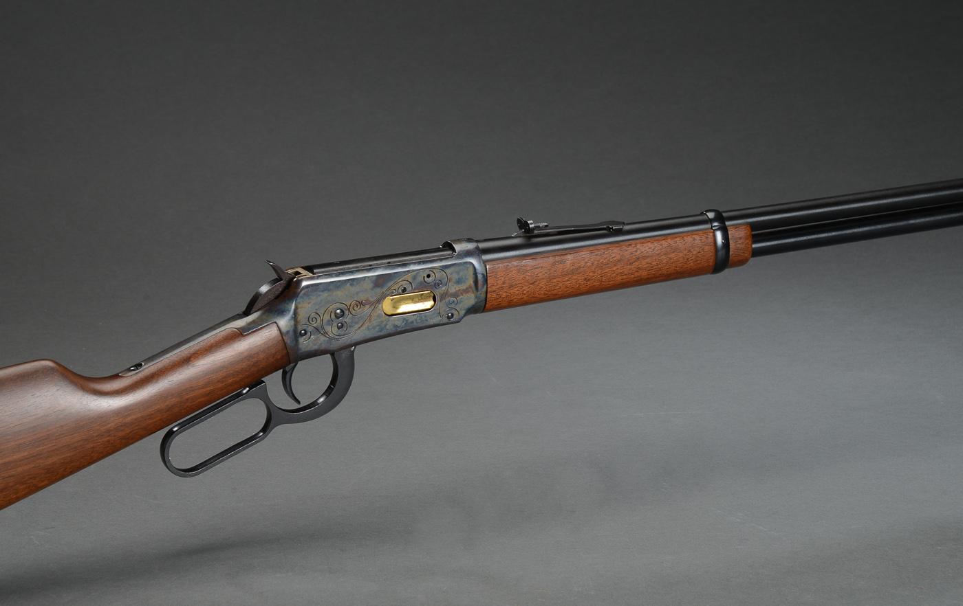 Winchester riffel mod. 94 kal. 30-30 - Riffel. Winchester model 94. Kaliber 30.30. Leveraction (repeter) ladesystem. Våbennummer: 4523515. Pibelængde 50 cm. Totallængde: 96,5 cm. Våbnet fremstår ren i brunering. Våbnet har kun minimale brugsspor. Våbentilladelse kræves