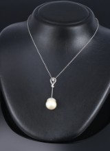 South Sea cultured pearl and diamond  pendant, 18 kt. white gold. Pearl Ø approx.15.65 mm