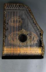 Zitar / Salon Harfe af bemalet træ samt sang instruktioner, 1900-tallet