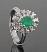 Diamond and emerald ring in 18kt gold.