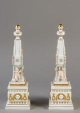 Kgl. P / Juliane Marie, par obelisker af porcelæn(2)