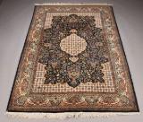 Orientalsk tæppe. 245 x 170 cm.