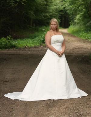 415a14a18878 Slutpris för Linette brudekjole med slæb