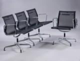 Charles Eames. Et sæt på fire armstole med sort net-væv, model 108. (4)