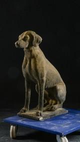 Skulptur i form av hund, 2010-tal.