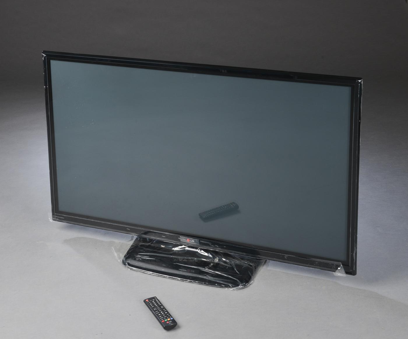 """LG plasma-TV - LG 50"""" plasma-TV, model LG 50PB560V. Fjernbetjening medfølger. Minimale brugsspor. Lauritz.com indestår ikke for funktionaliteten. Auktioner over hittegods, cykler, og koster fra Københavns Politi Se alle auktionerne her"""