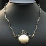 Silbercollier im Jugendstil mit einem Engelshaut Opal