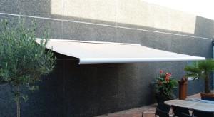 Markise, regnvindsol sensor, 4 meter, polyesterdug, hellukket aluminiumskasse, motor og fjernbetjening