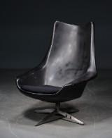 H. W. Klein: lænestol med skal af sort kunststof, firpas fod af aluminium, antagelig fremstillet som prototype hos Bramin.
