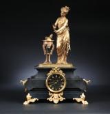 Napoleon III kaminur af sort marmor, forgyldt og patineret bronce, Frankrig 1800-tallets anden halvdel.