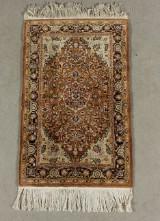 Orientalisk handknuten matta, silke, sannolikt Ghom, 123x75 cm