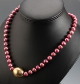 Ole Lynggaard. Oval ball clasp, 14 kt. gold, + pearl necklace (2)