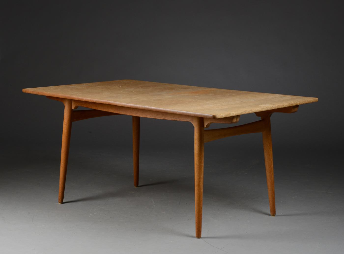 Auktionstipset - Hans J. Wegner. Spisebord med udtræk, egetræ, model ...