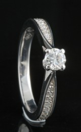Ring in 18k set with brilliant cut diamonds 0.51 ct