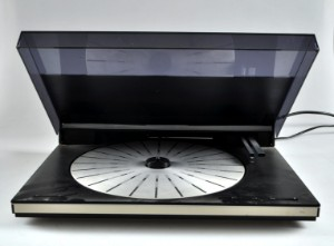 slutpris f r bang olufsen beogram 9000. Black Bedroom Furniture Sets. Home Design Ideas