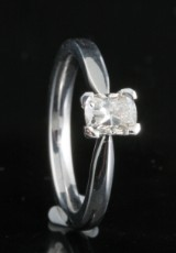 Ring in 18k set with radiant cut diamond  0.60 ct