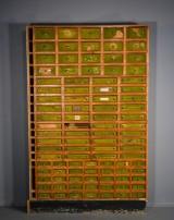 Apotekermøbel af fyrretræ, 1900-tallets start