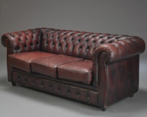 Chesterfield möbel  Möbel Art. Tre-personers sofa i chesterfield-stil | Lauritz.com