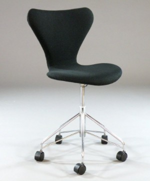 arne jacobsen b rostuhl 3117 fritz hansen 1983. Black Bedroom Furniture Sets. Home Design Ideas